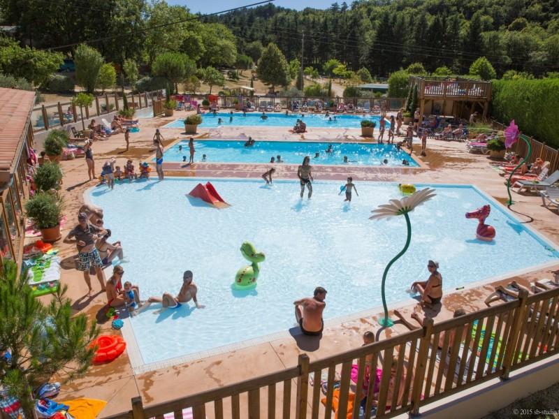 Parc aquatique avec piscine
